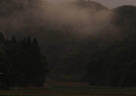 霧の山あい
