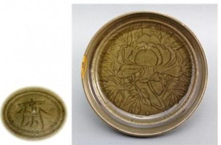 青磁彫牡丹文鉢