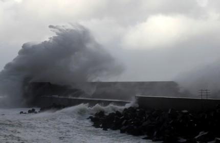 防波堤の波2