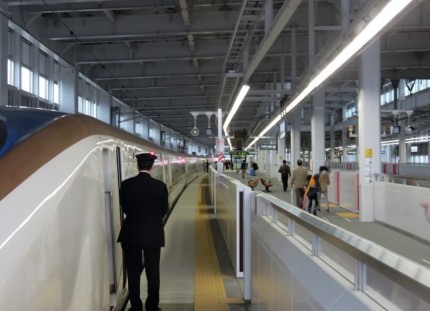 新幹線金沢行きはくたか (1)