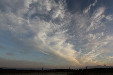 遠くの妙高山と雲