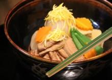 炊き合わせ/鉄釉鉢