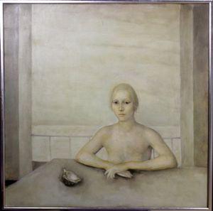 室内の女性