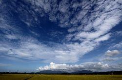 米山と尾神と雲