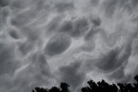 2/腸のガスのような雲