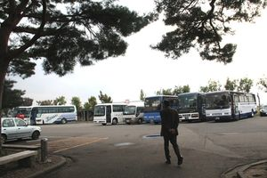 駐車場のバス