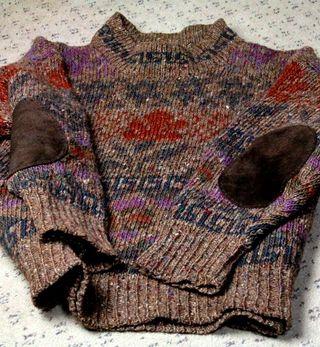肘当てのセーター
