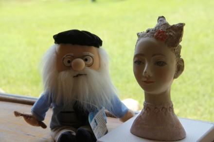 女性像とモネ人形