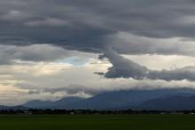 龍を生む雲