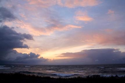 夕刻の四ツ屋浜