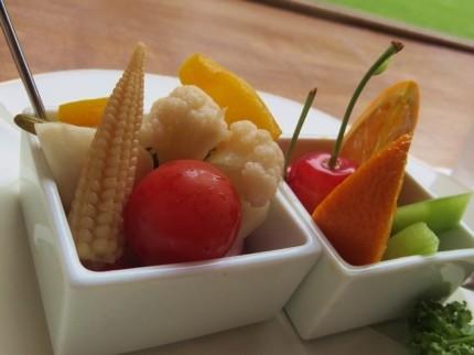 ピクルスと果物