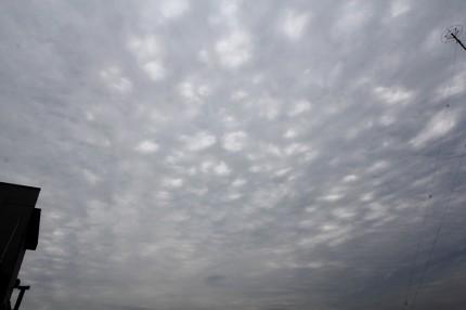 斑状に空いた雲