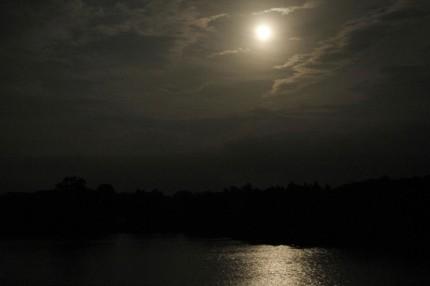 中谷内池の月