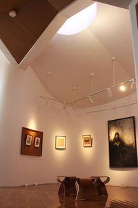 見えている絵画ホールの倉石隆作品