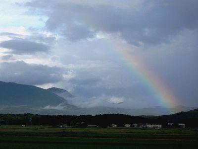 尾神岳方面に虹