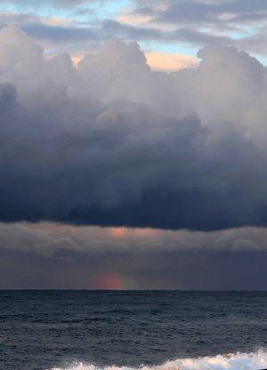 遠くに虹の色